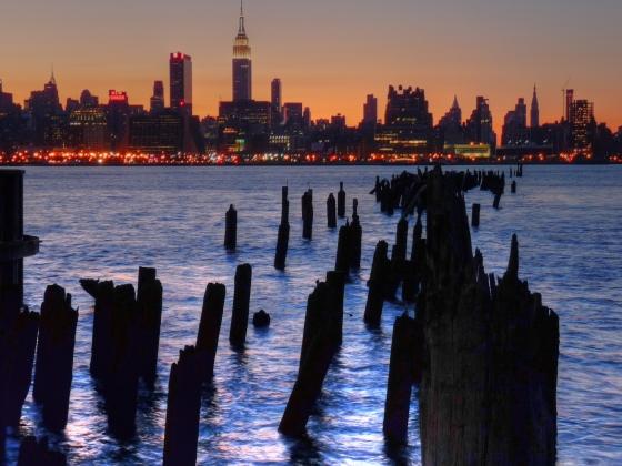 Manhattan sunrise. Wikimedia commons.